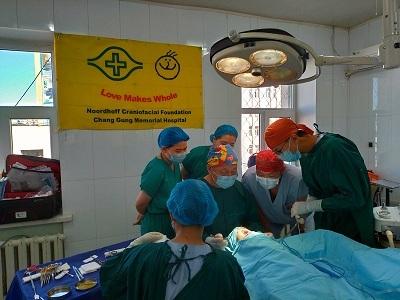 臺蒙顱顏團隊合力進行手術治療