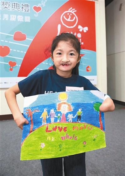 來自菲律賓九歲的梅蘭妮,蠟筆彩繪作品〈我的幸福快樂〉。圖/黃義書