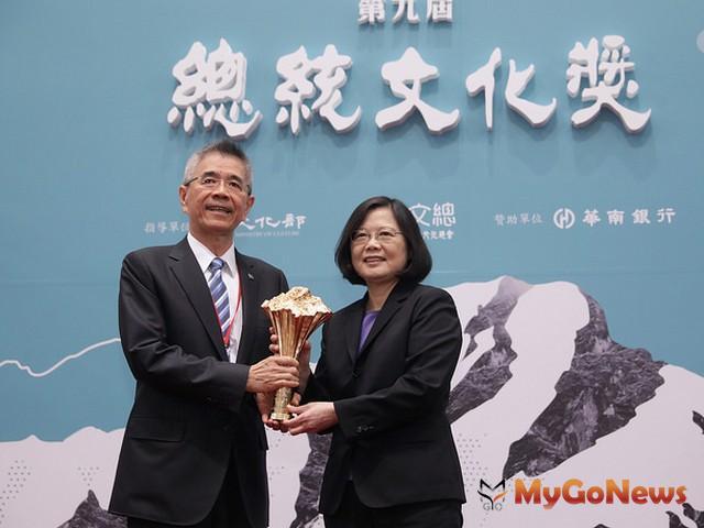 總統肯定「總統文化獎」得獎人樹立的價值典範,是帶動台灣社會前進的動力(圖:總統府)
